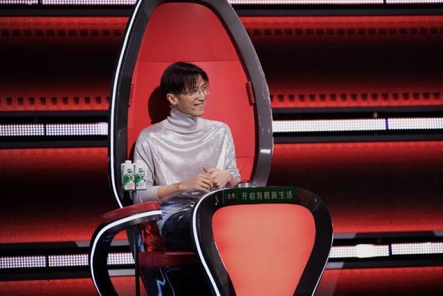 《好声音》总决赛将于今晚在武汉举行,李的歌单将在、、公布。 第3张