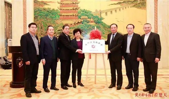 打造楚商品牌,海外楚商协会昨天在韩揭牌。 第2张