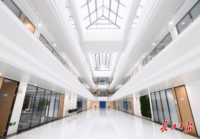 UIH医药武汉总部基地:特殊班建设周期倒,运行高效。 第5张