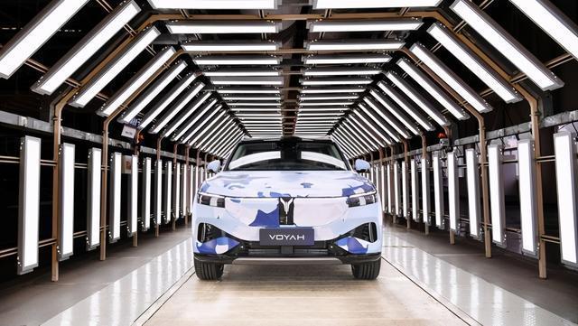 """与武汉同频共振,蓝兔充满电时""""加速度""""用完,第一款量产车型下线。 第1张"""