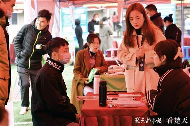 """求职在""""指尖""""和""""云里"""",湖北省高校毕业生就业服务月专场招聘会在韩举行。 第3张"""