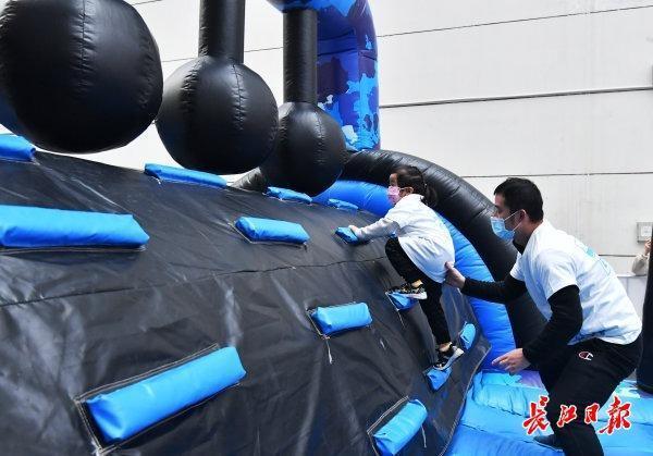全国少儿体育趣味比赛在韩举行,世界体操冠军带着孩子们一起玩。 第4张