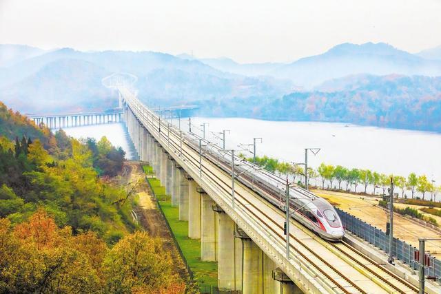 """湖北""""最美的高铁""""开通以来,每年运送旅客超过1000万人次。 第1张"""
