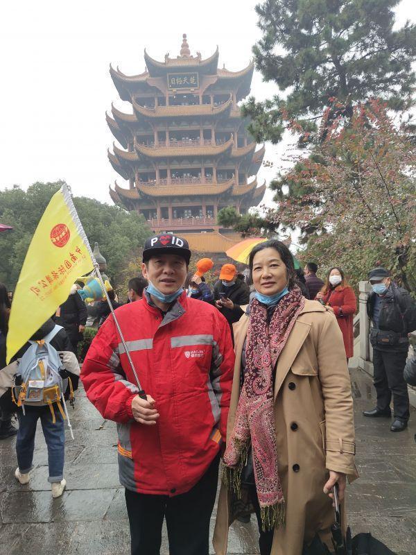 伴随着低温高温,近3万名来自山东、江苏等六省的游客周末来到武汉,赞美武汉迷人的夜景。 第3张