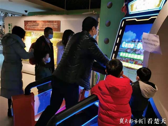 """带你体验侏罗纪速度!大石府的润润博物馆增加了一个免费的互动项目""""恐龙润酷""""。 第1张"""