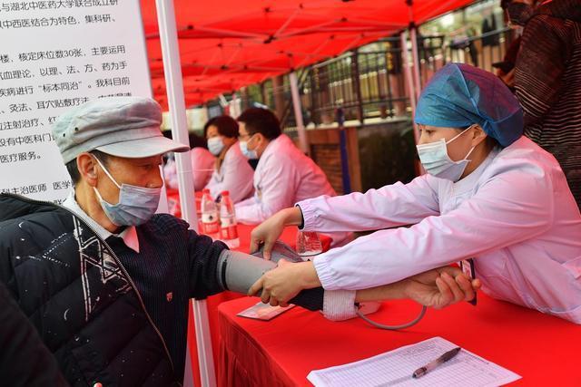 第三届楚天糊节暨冬季健康文化节昨天开幕。 第3张