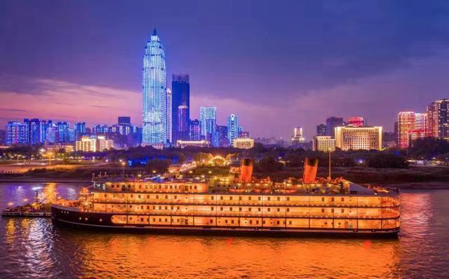 """赞""""武汉夜景真美"""",30多位驻华使节、客商在《友人》打卡 第2张"""