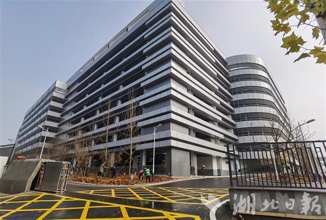 有3000个停车位!国内医院面积最大的单体停车楼已经建成。 第1张