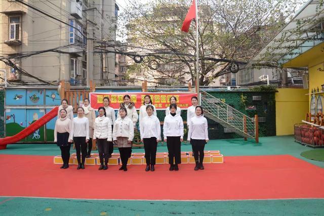 """首义路街道大东门社区和武昌大东门幼儿园开展了""""唱响时代之歌,弘扬抗疫精神""""的合唱活动。 第2张"""