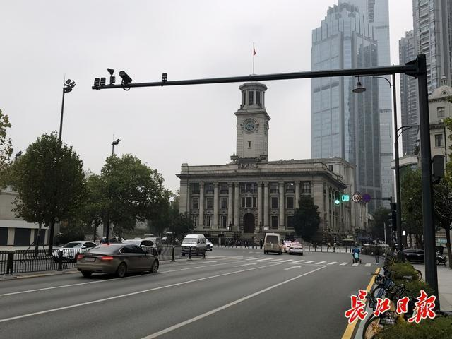 """网民们称赞了姜妍路的""""美丽的黑色""""设计。你注意到武汉这些城市的颜色了吗? 第1张"""