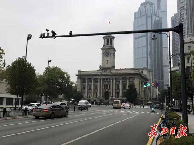"""网民们称赞了姜妍路的""""美丽的黑色""""设计。你注意到这些城市色彩了吗? 第2张"""