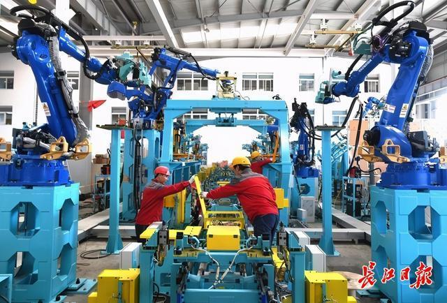国家制造业创新中心核心竞争力居全国前列,武汉大力培育三大世界级产业集群。 第2张