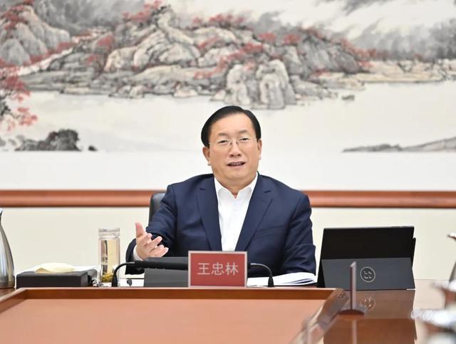 """武汉市委常委会议:锤炼干部""""七大能力"""",不断改进工作作风,鼓励干部勇于承担责任。 第1张"""