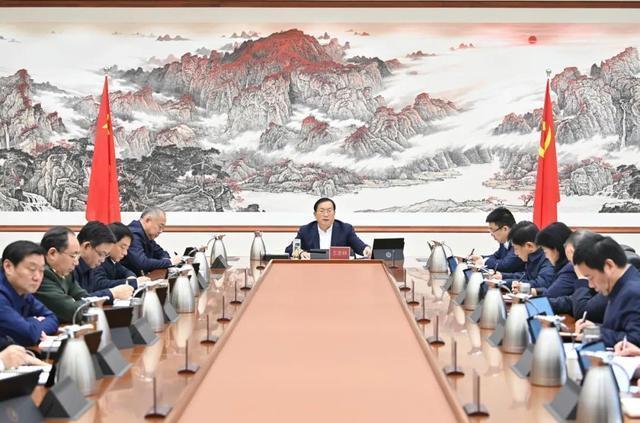 """武汉市委常委会议:锤炼干部""""七大能力"""",不断改进工作作风,鼓励干部勇于承担责任。 第2张"""