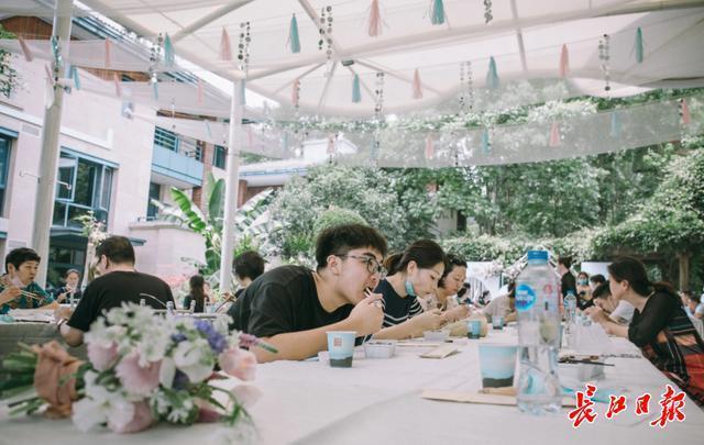 网名店十天被赞500多万次。复工恢复生产后,东湖磨山新增71家餐厅。 第4张