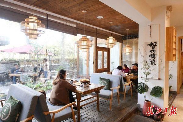 网名店十天被赞500多万次。复工恢复生产后,东湖磨山新增71家餐厅。 第8张