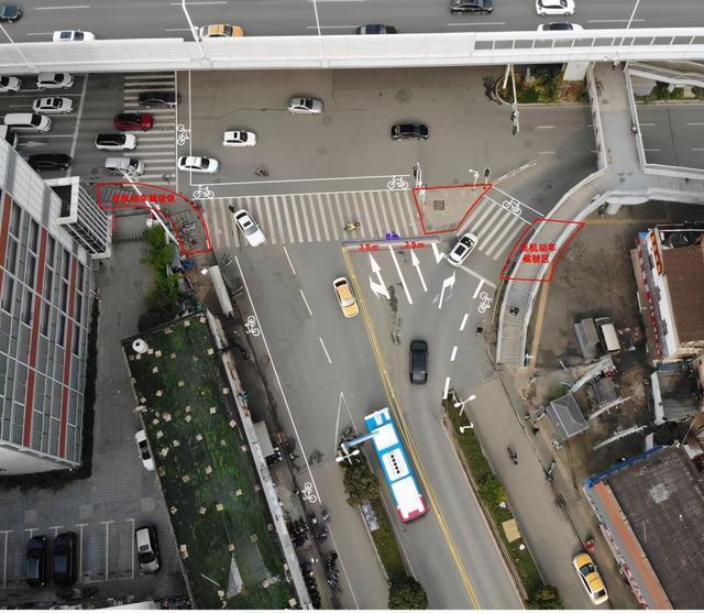 从现在开始,雄初街路口将放开管制,方便南湖居民出行。 第1张