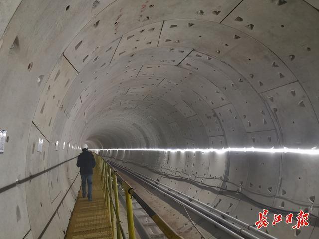 地铁7号线北延线新进展,首站主体结构封顶,首个盾构区间实现贯通。 第2张