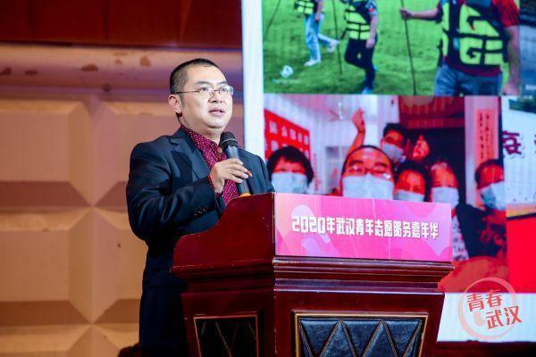 听志愿者们分享心得,举办武汉青年志愿服务嘉年华活动。 第1张