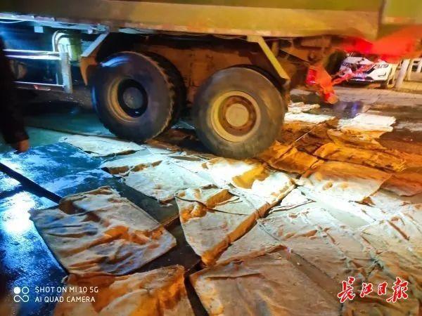 记者随行夜间调查武汉165个施工现场,发现问题 第3张