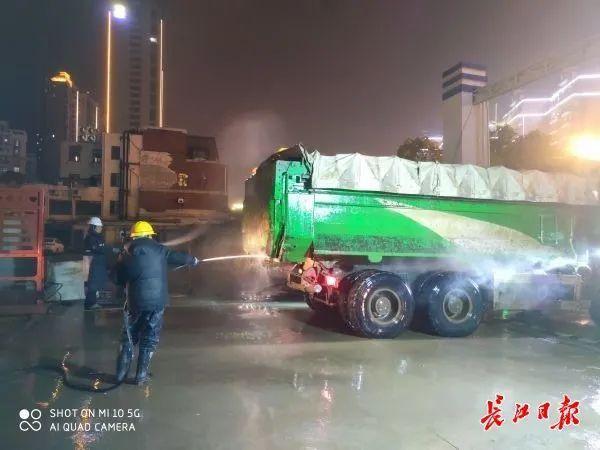 记者随行夜间调查武汉165个施工现场,发现问题 第5张