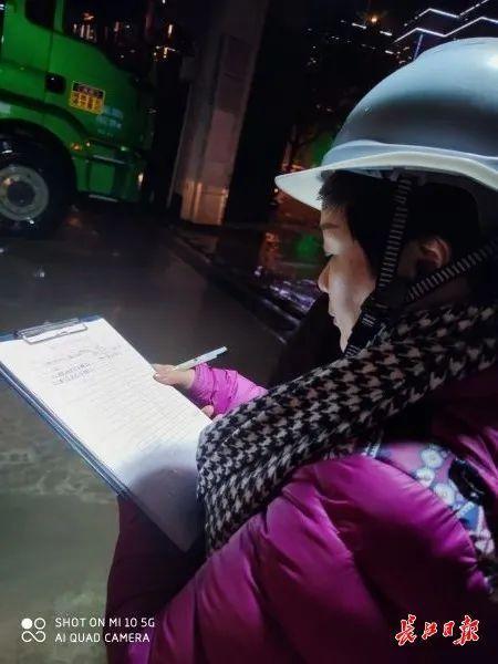 记者随行夜间调查武汉165个施工现场,发现问题 第6张