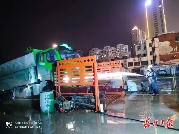 记者随行夜间调查武汉165个施工现场,发现问题 第7张