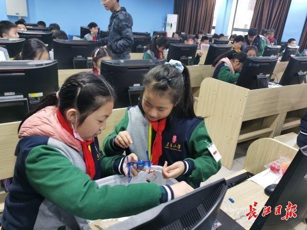 5G教育网络垄断,学生漫画,首席情报官,武汉建设国家智能教育示范区有这些新板眼。 第4张