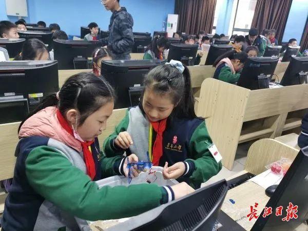 5G教育网垄断,学生漫画,武汉建设国家智能教育示范区有新的板眼。 第5张