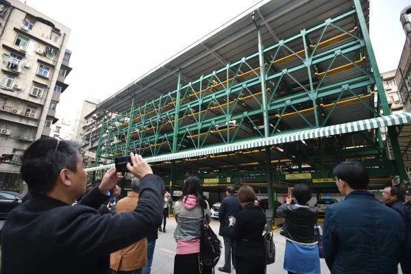 建议武汉这个中心城市增加了1万5千个停车场。 第3张