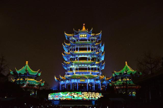 点亮江城夜黄鹤楼,展示国潮视觉盛宴。 第2张