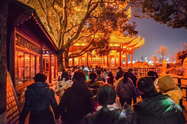 点亮江城夜黄鹤楼,展示国潮视觉盛宴。 第4张