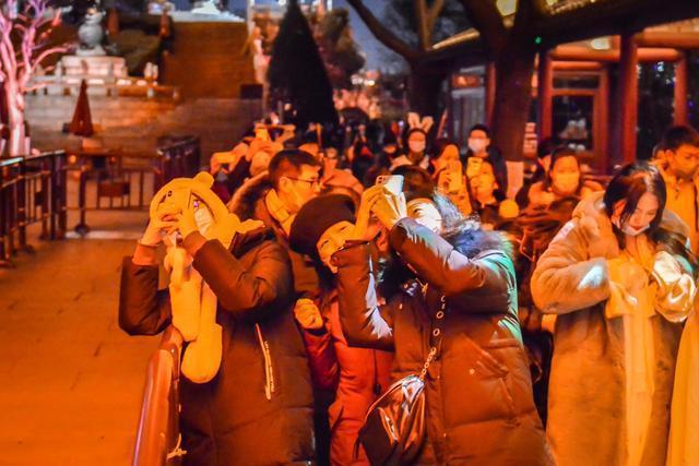 点亮江城夜黄鹤楼,展示国潮视觉盛宴。 第3张