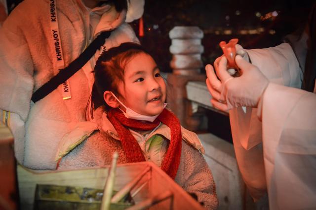 点亮江城夜黄鹤楼,展示国潮视觉盛宴。 第6张