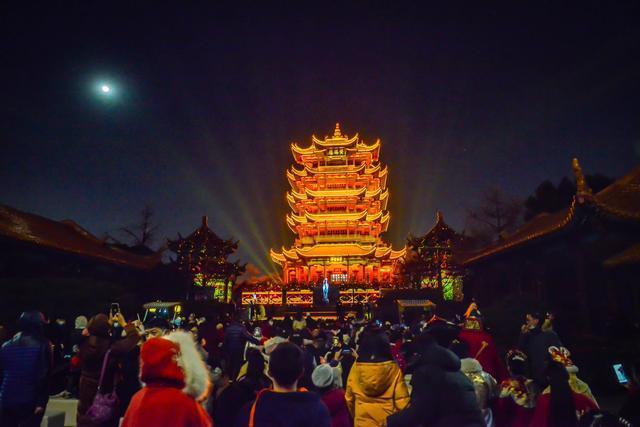点亮江城夜黄鹤楼,展示国潮视觉盛宴。 第7张