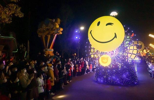 遇到浪漫的流星雨,在武汉欢乐谷LIGHTS游乐园元旦开幕。 第4张