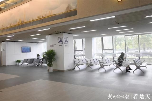 把最美的风景留给劳动人民!武汉出入境智慧服务馆疫情过后惊艳亮相。 第2张