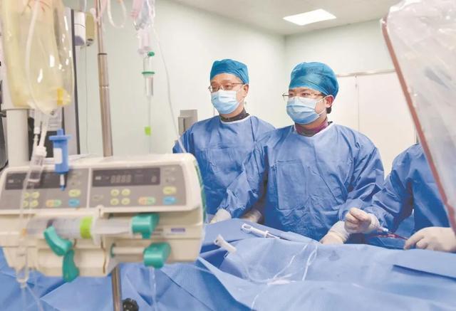 全国收藏心脏支架登陆江城,均价从1.3万元降到700元。 第2张