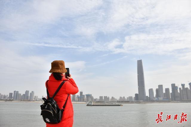 暂时没有下雪的消息,最近武汉阳光和低温齐头并进。 第1张