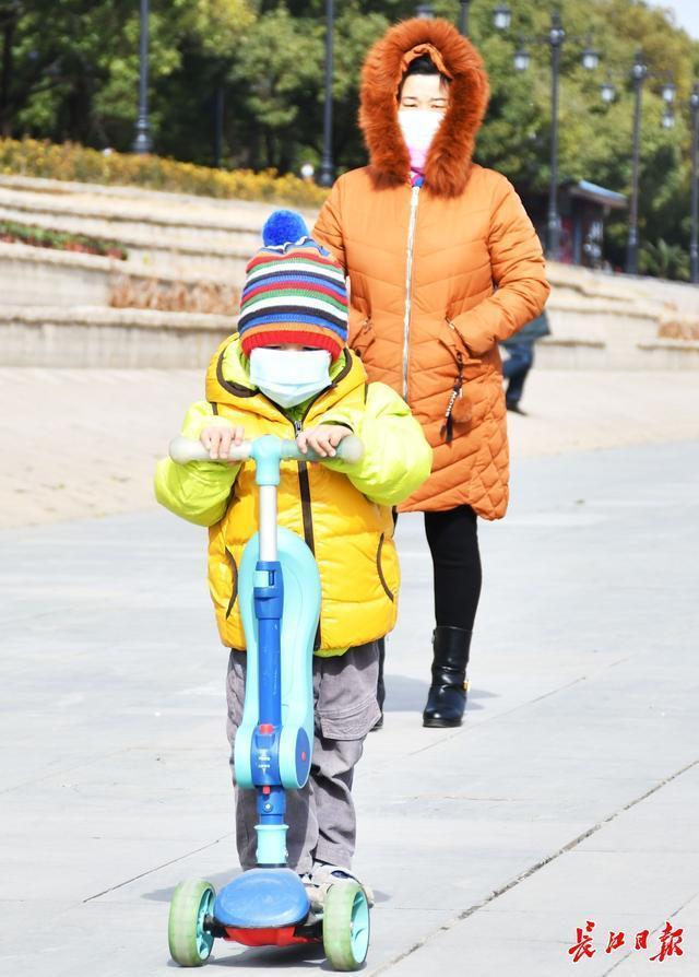 暂时没有下雪的消息,最近武汉阳光和低温齐头并进。 第2张