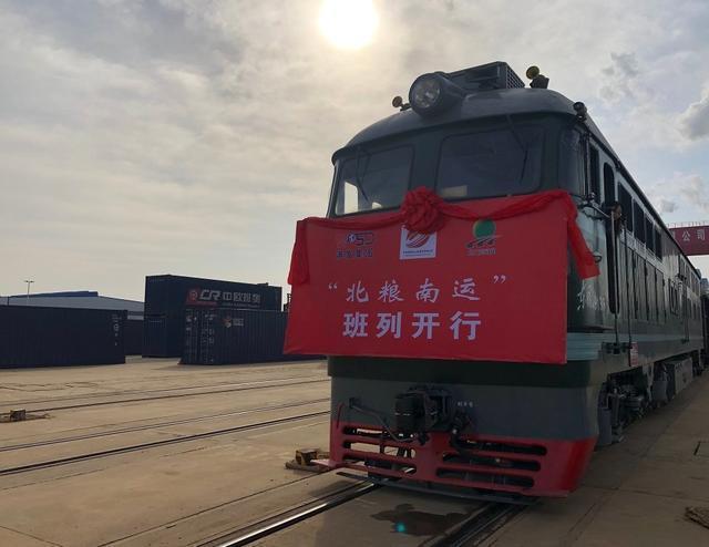 """武汉运营""""北方粮食南运""""列车,将东部三省和云贵川串连起来。 第1张"""