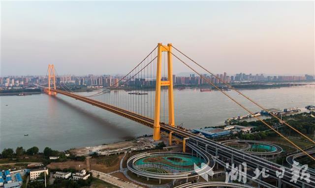 五年建成十一座长江大桥,湖北建桥数量居全国第一。 第2张