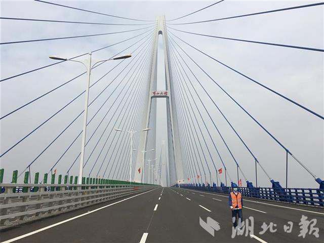 五年建成十一座长江大桥,湖北建桥数量居全国第一。 第1张