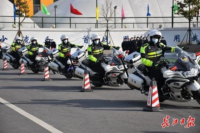 """武汉警方和人民庆祝第一个人民警察日:警察演习展览壮观,市民体验""""锐利的眼睛"""" 第2张"""