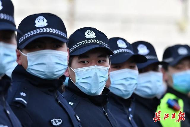 """武汉警方和人民庆祝第一个人民警察日:警察演习展览壮观,市民体验""""锐利的眼睛"""" 第3张"""