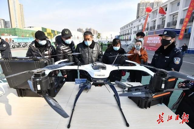 """武汉警方和人民庆祝第一个人民警察日:警察演习展览壮观,市民体验""""锐利的眼睛"""" 第6张"""