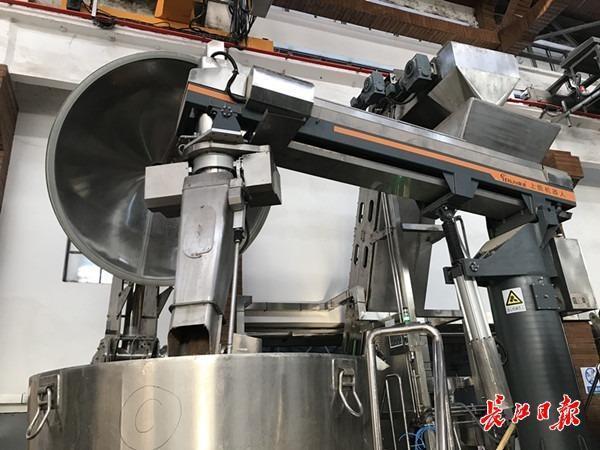 """""""武汉制造""""机器人助力黄鹤楼酒业智能转型。 第2张"""
