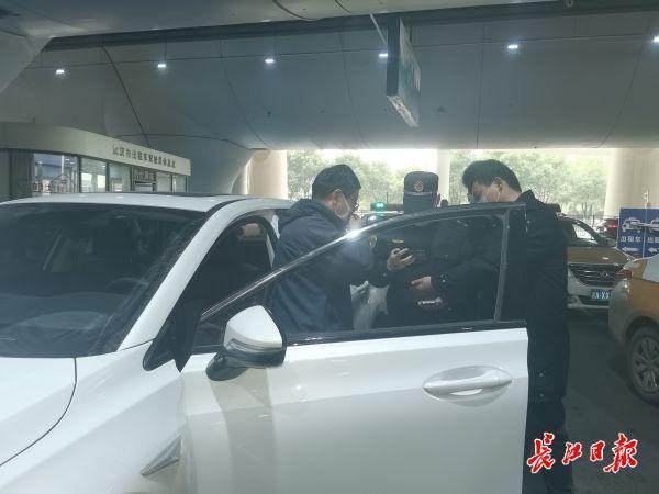 未发现计骗问题,三部门联合整治武汉站周边客运运营秩序。 第3张