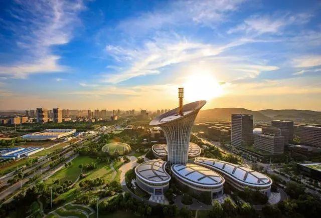 武汉人工智能服务器计算中心核心设备入场,计算能力规模达到p级。 第3张