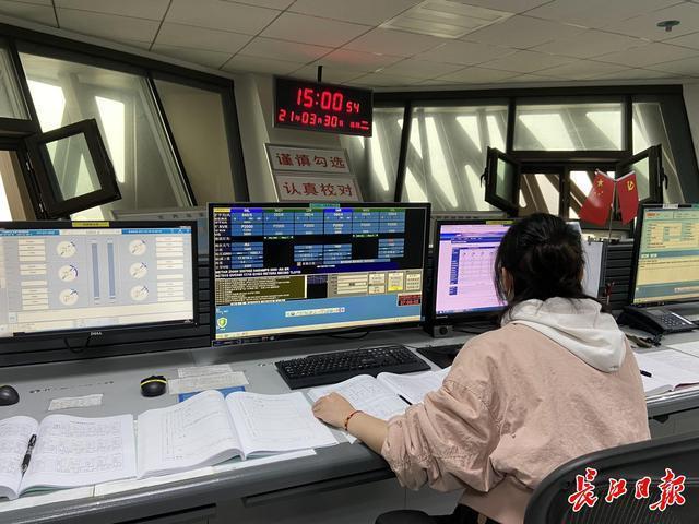 访问国内最高的武汉天河机场塔台,揭示空管气象观测员如何观云识雨。 第5张